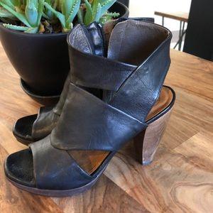 Gorgeous Coclico Black Leather platform Heels 37